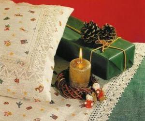 Puzle Natal vela acesa junto com outras decorações de Natal