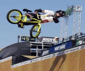 Puzle O BMX é uma forma acrobática do ciclismo