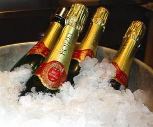 Puzle O champanhe (ou champagne) de champanhe francês, é um tipo de vinho espumante produzido pelo método champenoise na região de Champagne, na França.