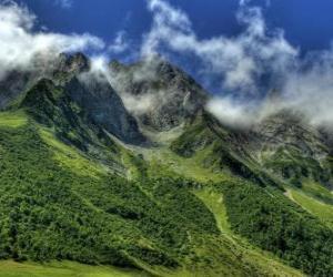 Puzle O Col des Aravis é uma passagem de montanha nos Alpes franceses