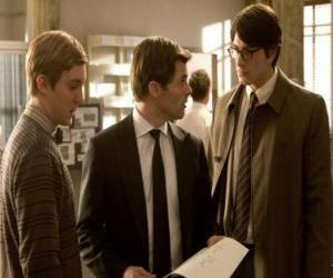 Puzle O repórter Clark Kent, no edifício do Daily Planet, o jornal onde trabalha