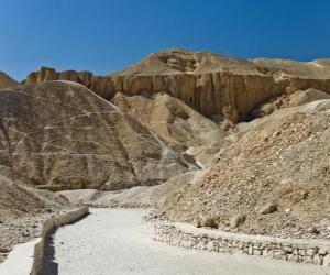 Puzle O Vale dos Reis onde algumas tumbas de faraós foram construídos. Necrópole de Tebas, em Luxor no Egito