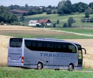 Puzle Ônibus de passageiros na paisagem