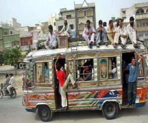 Puzle Ônibus, Karachi