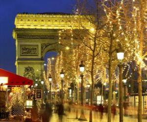 Puzle Os Campos Elísios decorada para o Natal com o Arco do Triunfo ao fundo. Paris, França