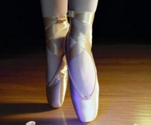 Puzle Os pés de uma bailarina com as sapatilhas de ballet