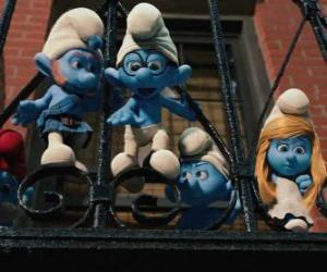 Puzle Os Smurfs pronta para saltar da varanda