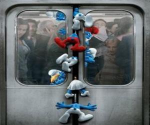 Puzle Os Smurfs são capturados nas portas do metrô - Os Smurfs, filme -
