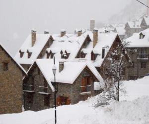 Puzle Paisagem de neve pequena aldeia de montanha