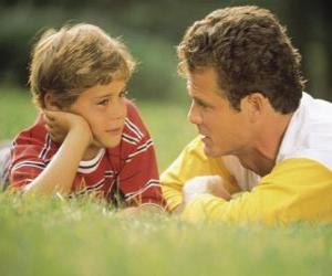 Puzle Papai conversando com seu filho no parque
