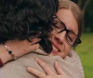 Puzle Patty e Leandro se encontram, ambos choram e se abraçam.
