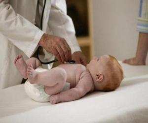 Puzle Pediatra explorar um bebê