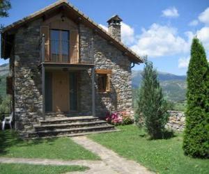 Puzle Pequena casa da família, vista da fachada da entrada ou principal
