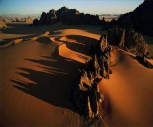 Puzle Pináculos de arenito no vale Kamasai, Chade