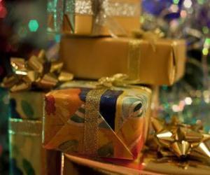 Puzle Presentes de Natal com laços decorativos