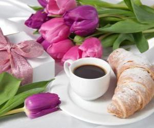 Puzle Presentes e pequeno-almoço para a mamãe