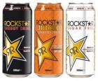 Três latas de bebidas como cerveja ou refrescos com gás