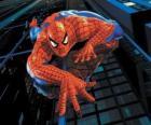 Spiderman escalando um edifício, com a sua superpotência para aderirse a quase todas as superfícies