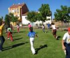 Grupo de crianças jogante