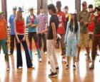 E cantor Shane Gray (Joe Jonas) dar uma classe de dança