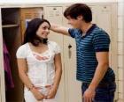 Troy Bolton (Zac Efron) conversando com Gabriella Montez (Vanessa Hudgens)