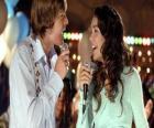 Gabriella Montez (Vanessa Hudgens), Troy Bolton (Zac Efron) cantar do karaoke