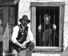 Velho xerife com um chapéu caubói e estrela no peito