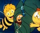 Maya e Willi ajudando um verme