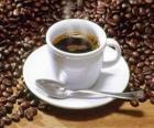 Xícara de café com pires e colher