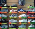 Tênis esportivos ou sapatilhas, calçado de couro ou lona e sola de borracha