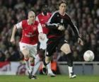 Fernando Torres atirando a bola