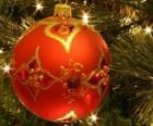 Bola do Natal decorada com motivos geométricos