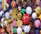 Conjunto de bolas de Natal com diferentes decorações
