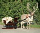 Uma rena de Natal puxando um trenó