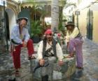 Três piratas, o capitão e seus ajudantes