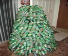 Árvore de Natal feita de latas de refrigerante