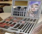 Caixa de maquiagem com escovas e ruges