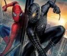 Spiderman terno preto com uma combinação de si mesmo (e sua roupa), juntamente com o simbionte negro do espaço sideral
