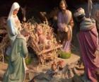 A Sagrada Família na estável, com o boi e do burro, um pastor com uma ovelha e um rei dando seus dons para Jesus