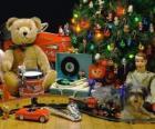 Agradável presentes de Natal debaixo da árvore