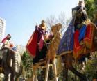 Os três Reis Magos montados em camelos
