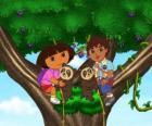 Dora e Diego primo em uma árvore de dois ursinhos ajudar
