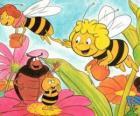 Maya viajou juntamente com a professora Cassandra levar um pote de mel de cada um, enquanto Wili cumprimentar seus amigos e Kurt