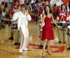 Gabriella Montez (Vanessa Hudgens) Troy Bolton (Zac Efron) cantando e dançando