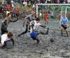 Jogos Olímpicos de lama, ou Wattolumpiad, estão lutando nos pântanos do rio Elba