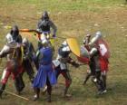 Soldados que lutam com espadas e escudos