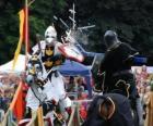 Dois cavaleiros a cavalo, participando de um torneio