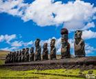 As estátuas Moai da Ilha de Páscoa ou Rapa Nui, as estátuas de pedra do Chile, em uma ilha localizada no meio do Oceano Pacífico