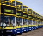 Ônibus de Dublin no estacionamento