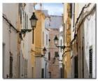Village Street em Menorca, Espanha